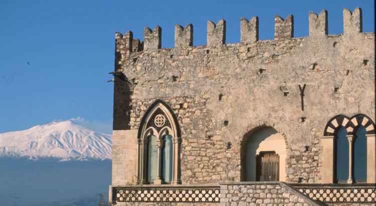 TAORMINA. Palazzo Duca di Santo Stefano e lEtna. 1